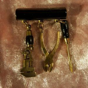 Vintage 1940's Bakelite Pin